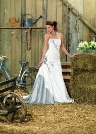 robe de mariã e createur 24 best robe de mariée en couleur images on colors