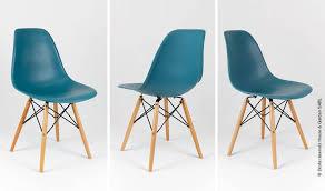 chaise bleue chaise dsw design scandinave bleu canard avec pieds en bois