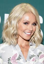kelly ripa haircut 2015 30 easy medium length hairstyles and haircuts for women 2017 how