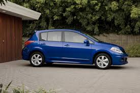 nissan tiida 2008 hatchback nissan recalls 515 000 versa cars due to takata airbags