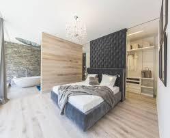 schlafzimmer mit bad hausdekorationen und modernen möbeln tolles badezimmer loft