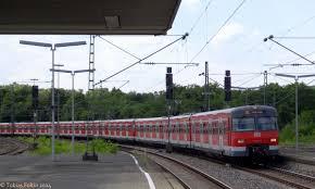 Bad Cannstatt Bahnhof Ein S Bahn Langzug Bestehend Auf Drei Triebwagen Der Baureihe 420