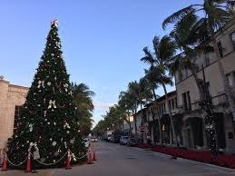 file worth avenue in palm beach florida with christmas tree 2015