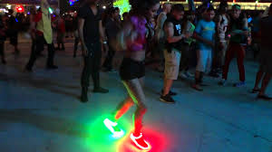 la light up shoes lu me light shoe kit feat natalie mahin edc 2012 youtube