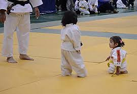 imagenes gif karate funny gifs little karate bow dose of funny