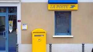 bureau de poste a montélimar il entre à la poste avec une arme pour écrire une lettre