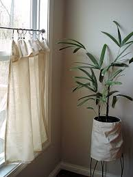 Look On Top Of The Curtain Best 25 Cafe Curtains Ideas On Pinterest Kitchen Curtains Cafe