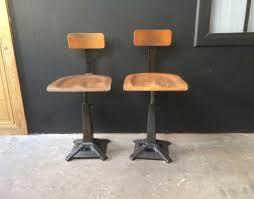 deco industrielle atelier paire d u0027ancienne chaise singer pied eiffel de type déco industrielle