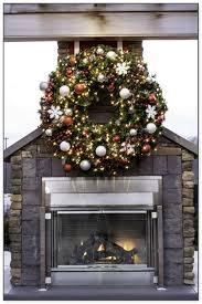 outdoor wreath with lights