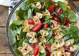 pasta slad spinach pasta salad barefeetinthekitchen com