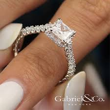 diamond rock rings images Diamonds on the rock engagement rings jewelry buyers jpg