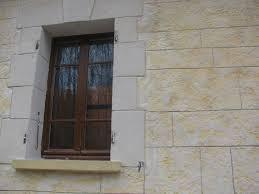 mur deco pierre enduit à la chaux aérienne avec encadrement et chaînage en pierre