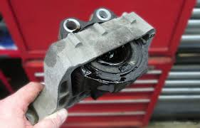 2004 toyota camry motor mount engine mount how it works symptoms problems replacement cost