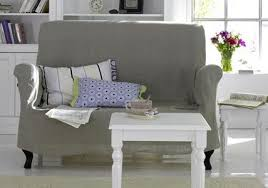 kleine sofa sofa zum entspannen kleine mit beigefarbenen hussenbezug