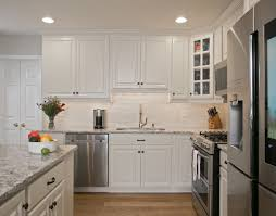 hardware for white shaker kitchen cabinets white shaker kitchen cabinets with rubbed bronze