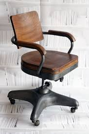 Industrial Looking Desk by The 25 Best Vintage Office Chair Ideas On Pinterest Office