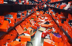 Seeking Air Dates Seattle Nike Outlet Destroyed By Black Friday Shoppers Air