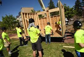 university denver students build tiny houses for homeless program