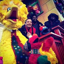 tv alert sesame and jimmy fallon at macy s thanksgiving