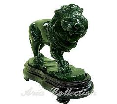jade lion statue taiwan jade lion carving facing right shenq horng enterprise co