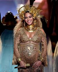 grammy awards 2017 sees pregnant beyonce debuts baby bump daily