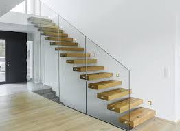 stufen treppe individuelle planung treppen schutz der treppe im bau