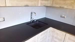 cuisine granit noir cuisine granit noir letano et crédence grey savoye 03 17