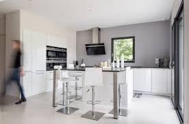 cuisine sol blanc carrelage de sol en marbre crème comptoir granit gris fenêtre