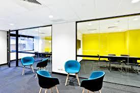 bureau coloré bien être au travail pourquoi avoir un bureau coloré est il