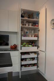 rangement placard cuisine cuisine rangement dans les placards de cuisine rangement dans les