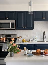 does paint last on kitchen cabinets pro top tips for painting kitchen cabinets fusion mineral