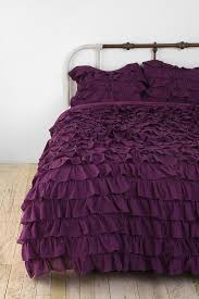 Coral Bedspread Best 25 Ruffled Comforter Ideas On Pinterest Ruffle Bedding