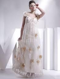 brautkleider im empire stil brautkleid für schwangere mit blumendekoration empire stil flanevo