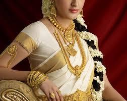 kerala wearing traditional saree and bridal jewellery