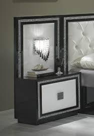 chambre a coucher adulte noir laqué chevet design avec éclairage laqué blanc noir appoline chevet