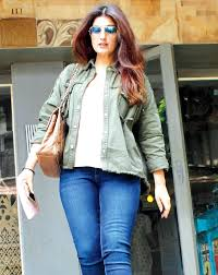 spotted twinkle khanna and sussanne khan in bandra entertainment