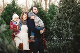 christmas card photo ideas christmas tree stand family photos