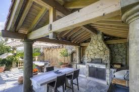 cuisines ext駻ieures terrasse couverte 30 idées sur l auvent en bois et la pergola