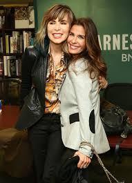 Barnes Noble 5th Ave Kristian Alfonso Photos U0027days Of Our Lives U0027 Book Signing
