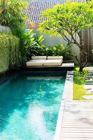 Swimming Pool Backyard Designs by Piscina Pequeña Jardineria Plantes I Jardins Pinterest