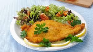 cuisiner des escalopes de poulet recette escalope de poulet panée milanaise recette plat