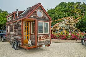 Tiny Houses For Rent In Florida Couple Quits Day Jobs Builds Quaint Tiny Home On Wheels To