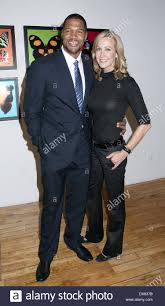 michael strahan lara spencer bullet fly effect art exhibit at the