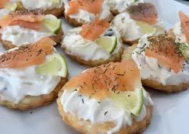 bases for canapes canapés fáciles de salmón con base de hojaldre receta de irene
