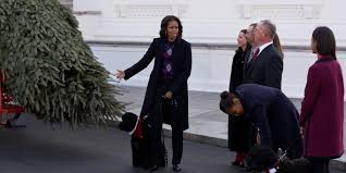 michelle obama daughters receive white house christmas tree