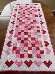 valentine s day table runner calicos in bloom valentine s day table runner hotpads quilting