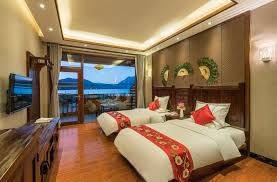 la chambre des 駱oux qihai tingfeng chain inn lugu lake manyuege 50 sur votre