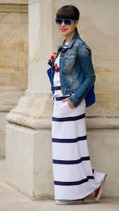 how to wear a maxi dress and white sneakers updated