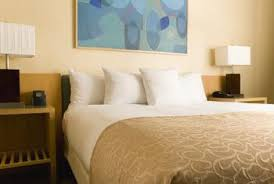 how to paint a bedroom wall how to paint a bedroom with trim around the middle of the wall