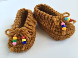 these 32 crocheted baby accessories will look adorable on your